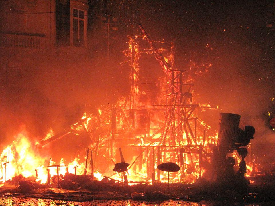 Spaljivanje strukture tokom Fallas festivala