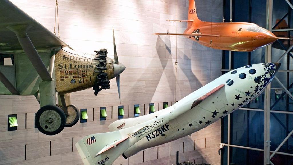 قم بزيارة متحف سميثسونيان الوطني للطيران والفضاء