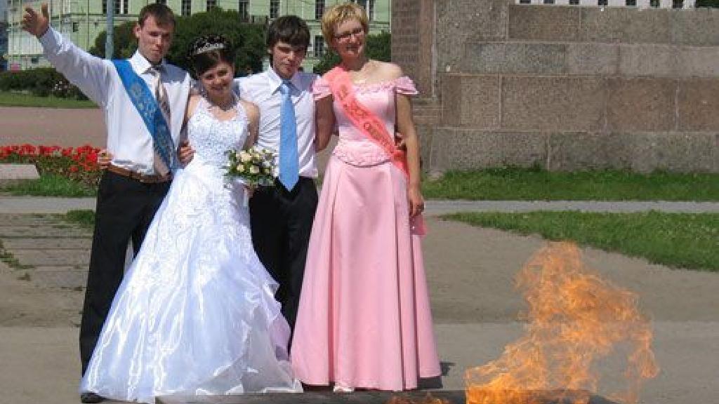 Femeia rusa cauta nunta, Trupa de nunta rusa